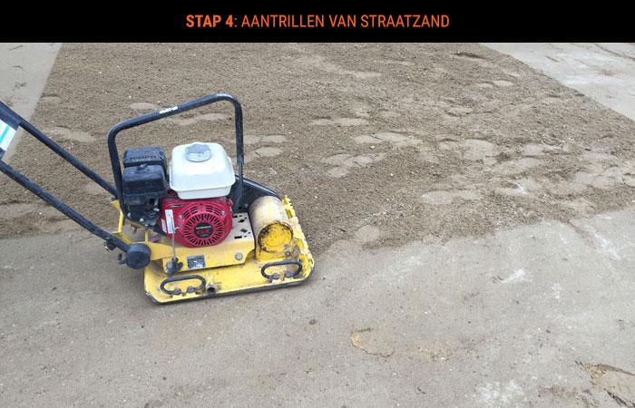 stap-4-aantrillen-van-straatzand